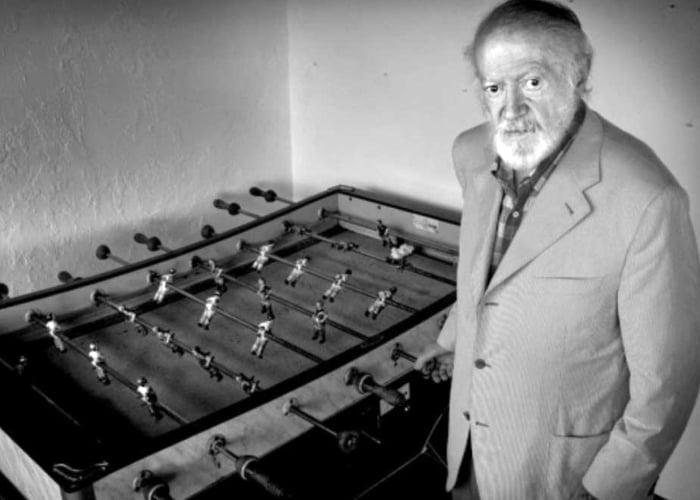 Alejandro fFinisterre inventó el futbolin